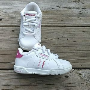 💕Baby Reebok shoes size 5. EUC